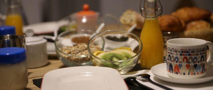 Chambres d'hôtes Côté Pinède - petit déjeuner crédit photo M. Vilain