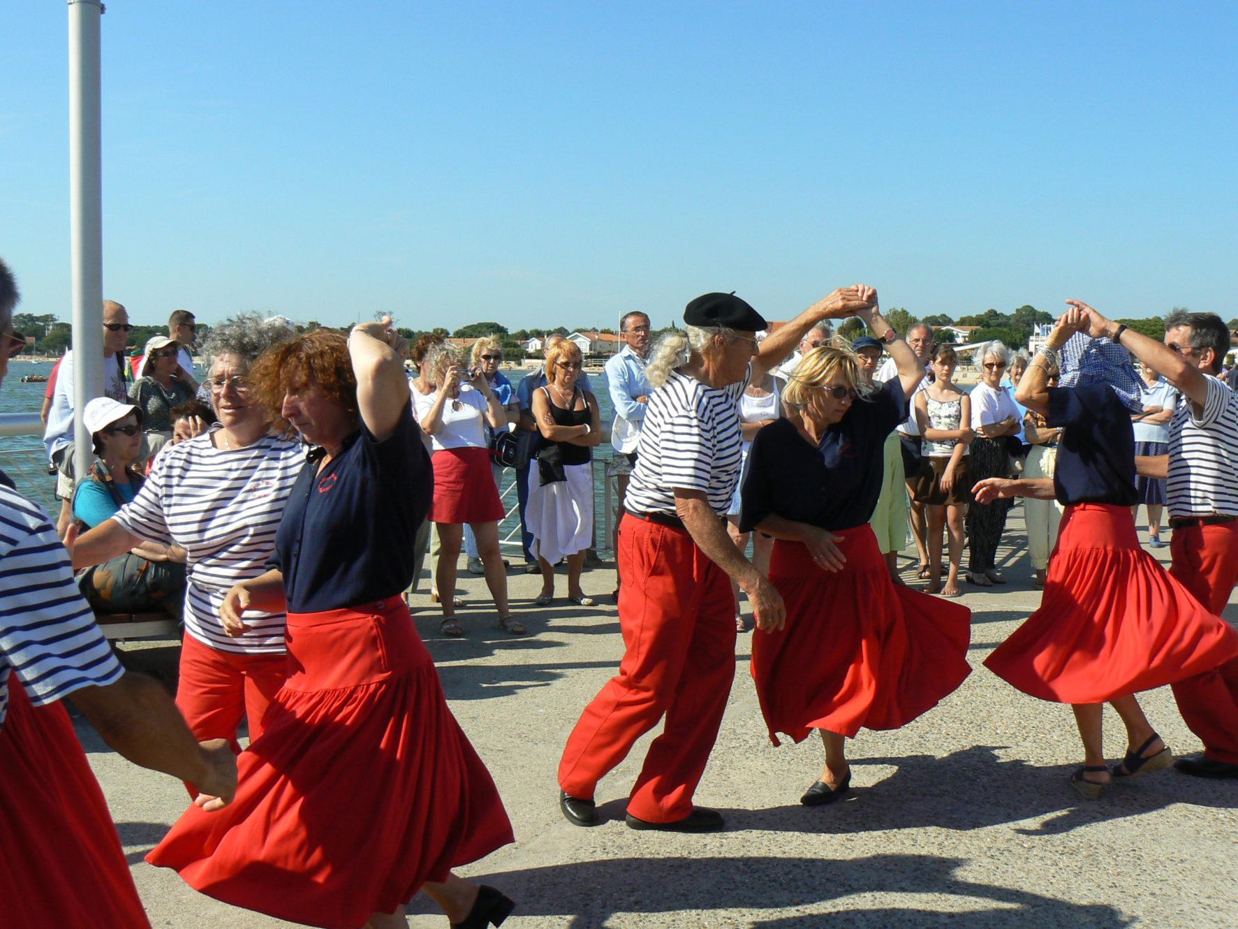 Le groupe folklorique de danses traditionelles Lous Pignots
