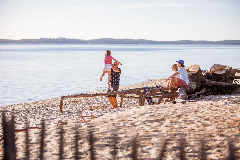 Sur la plage en famille